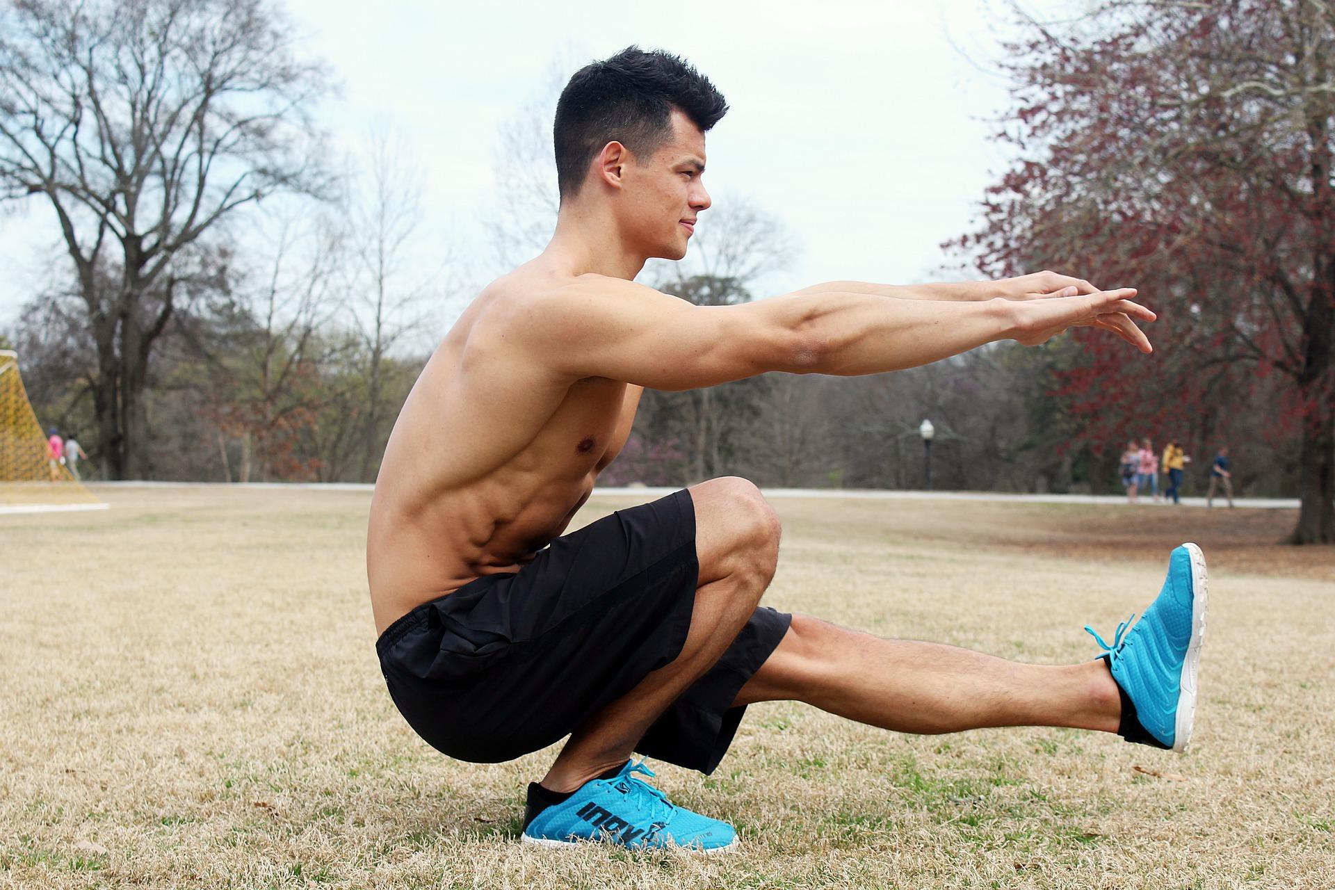 大きい筋肉を鍛える!スクワット・ランジ10分筋トレで時短ダイエット