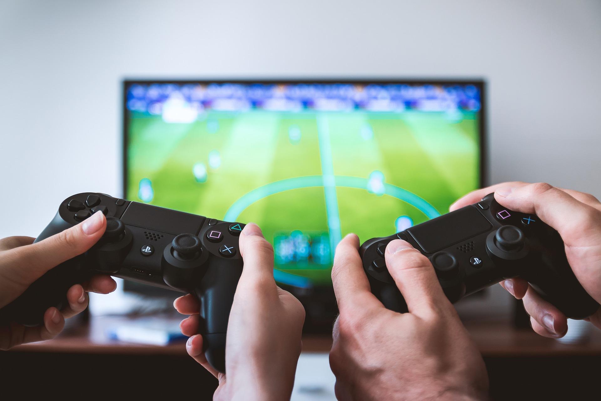 ゲームは時間の無駄?ポケGOとeスポーツと人気職業ゲームクリエイターの話題